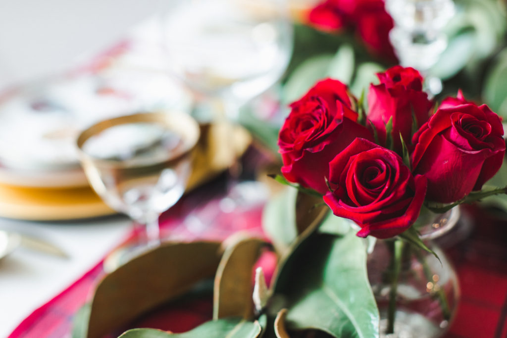 Red roses on a holiday Tablescapes