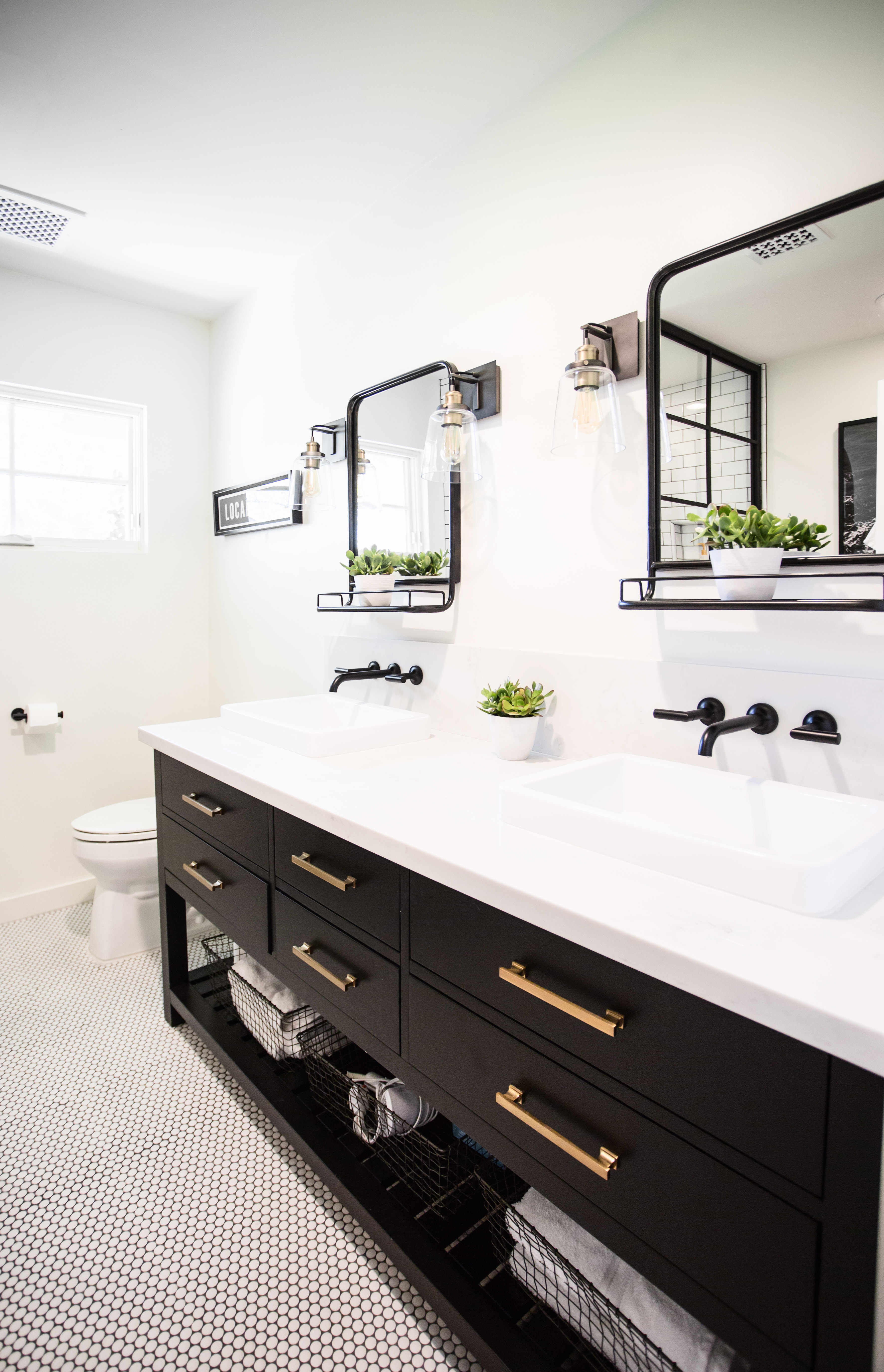 Black and White Bathroom for Our Boys