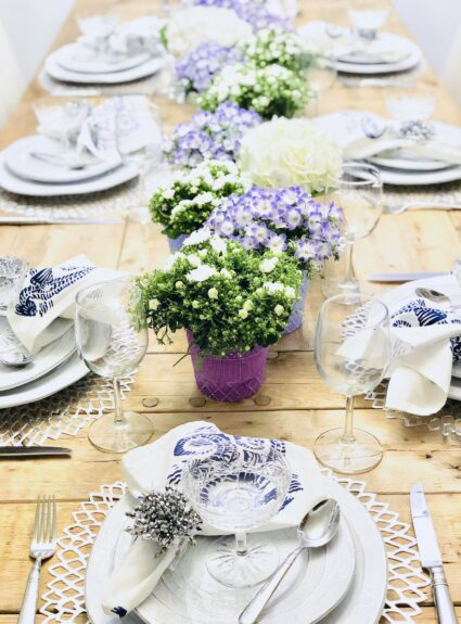 Purple and White Table Decor: Easy & Quick Ideas