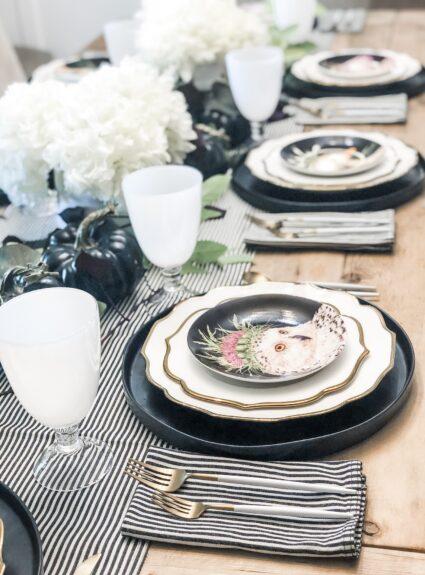 Elegant Farmhouse Table: Whimsical Animal Decor