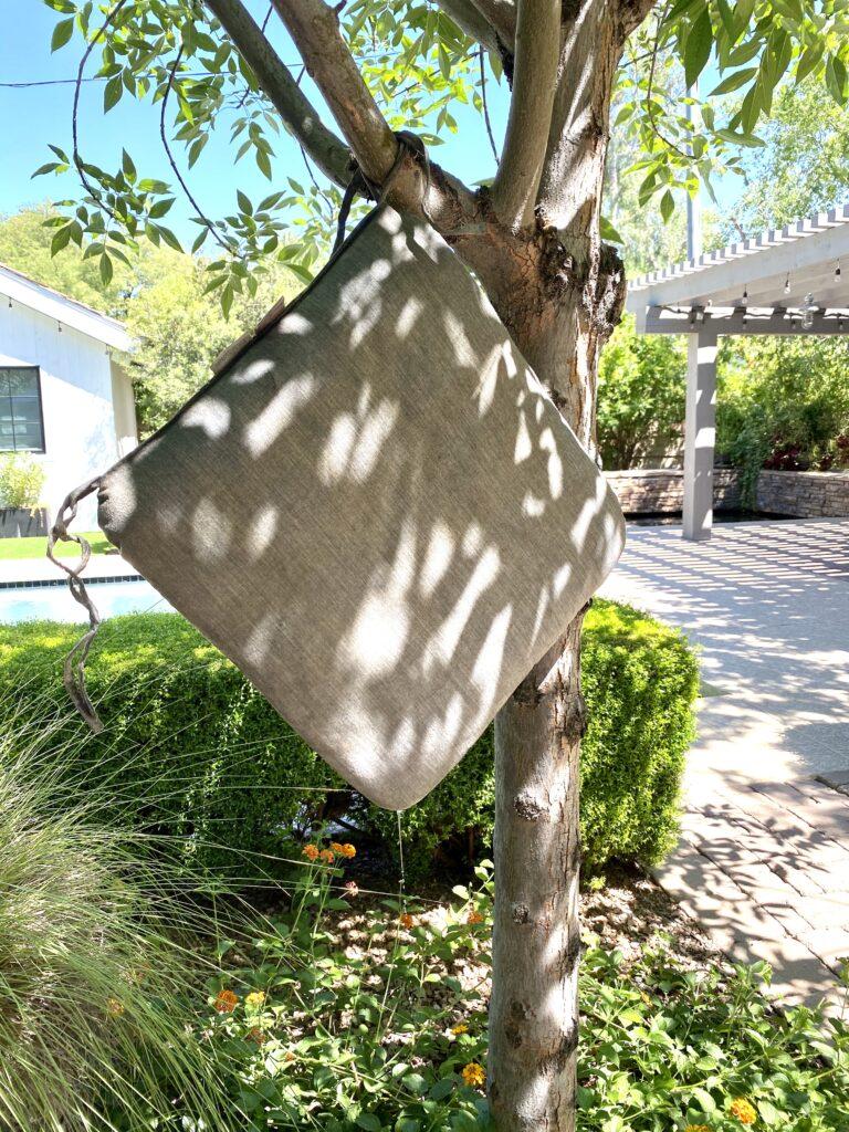 hanging wet cushions